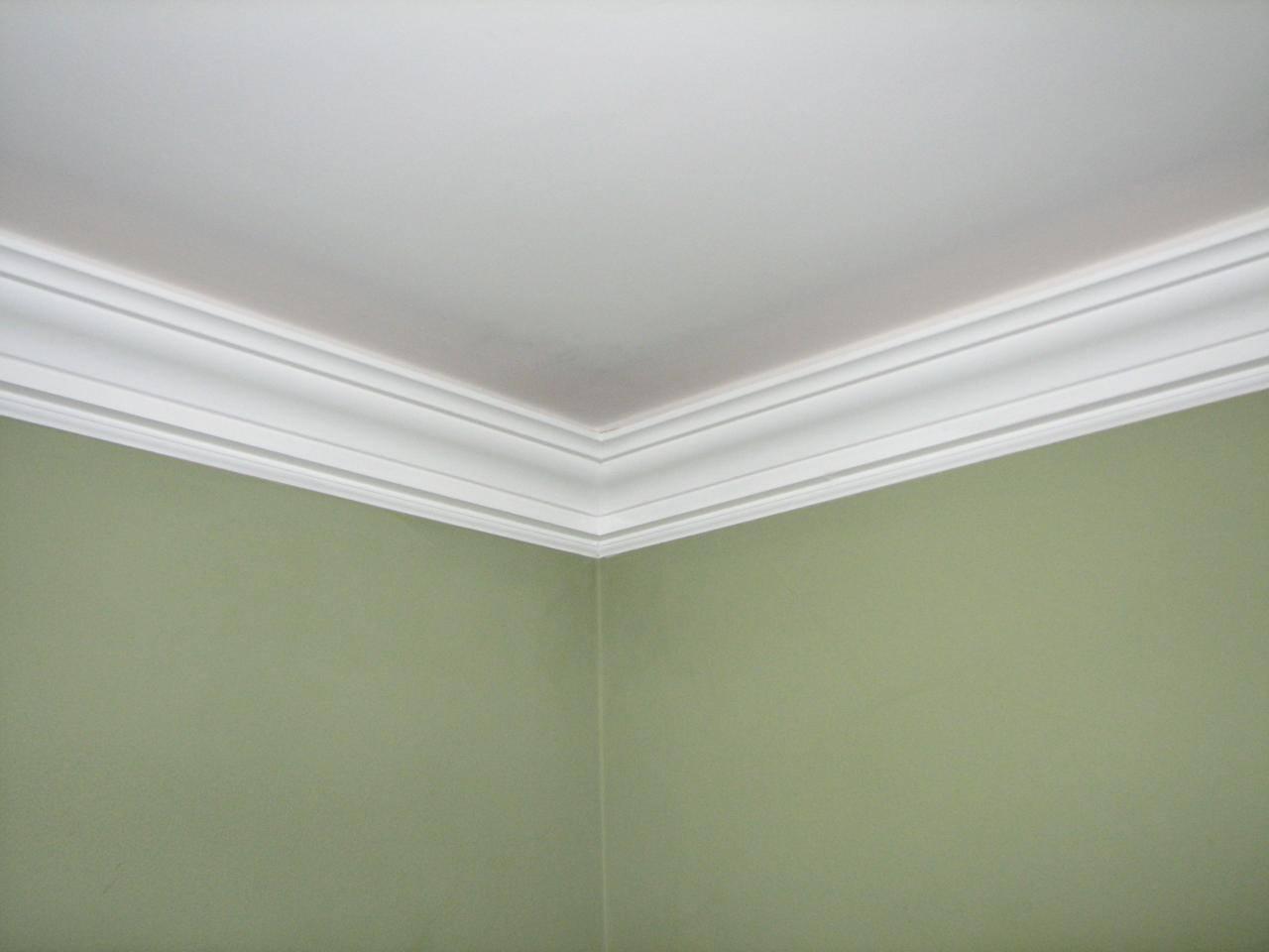 полный рост фото комнат без молдингов с натяжными потолками древности